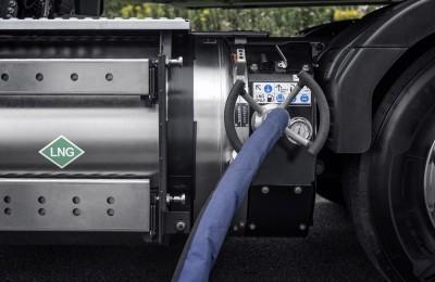 Y1A5704_PR_FM_Gas_tanking